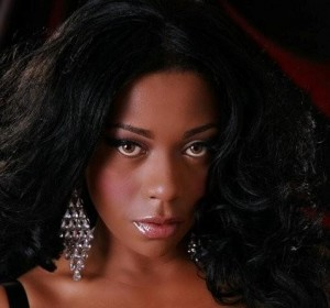 Actress Dila Lino not letting being surrounded by water stop her!